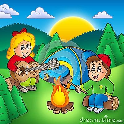 Due bambini di campeggio
