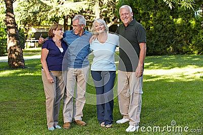 Due coppie senior nella pensione