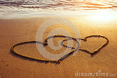 Due cuori sulla sabbia