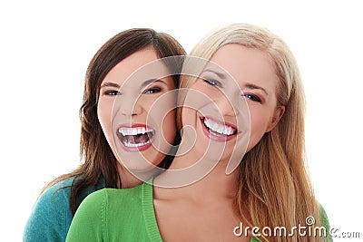 Due ragazze felici