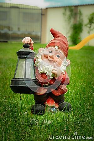 Duende del gnomo del jard n fotos de archivo imagen for Decoracion jardin gnomos