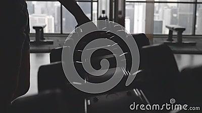 Dumbbells w gym zdjęcie wideo