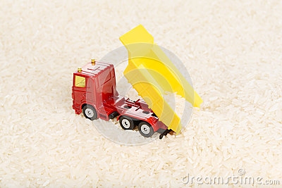 Dump truck toy unload rice grains