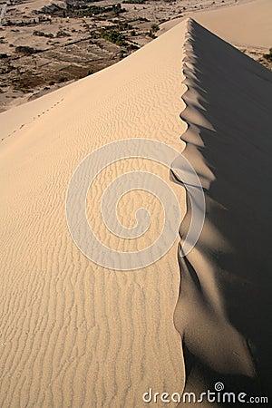 Dune tip crest