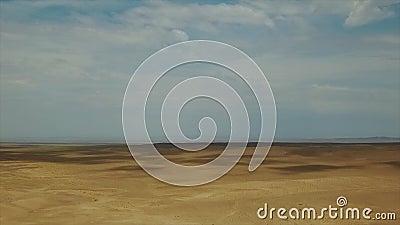Dunes de sable dans le désert de Gobi Pousse régionale de Dron banque de vidéos