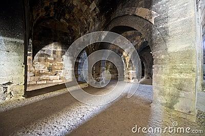 Dungeon antigo medieval velho da pedra do castelo