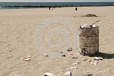 Dustbin on Venice beach, Los Angeles