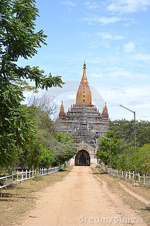 Dusty road to the temple in Bagan