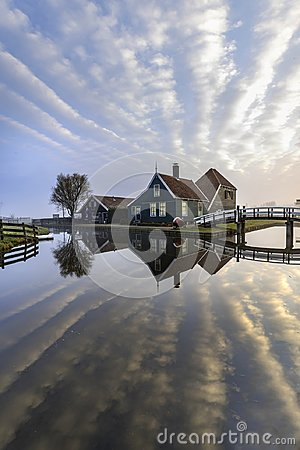 Free Dutch House Mirrored On The Calm Canal Royalty Free Stock Photography - 118783987