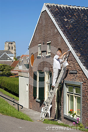 Free Dutch Painter Stands On Ladder Painting Eaves Royalty Free Stock Photo - 85902925