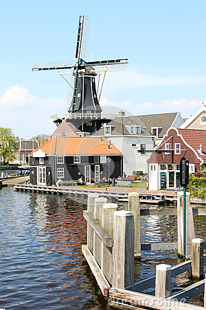 Free Dutch Windmill De Adriaan Along Spaarne, Haarlem Royalty Free Stock Photography - 48882307