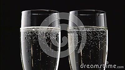 Dwa fleta zazębiony iskrzasty wino Bokeh mruga czarnego tło z bliska zdjęcie wideo