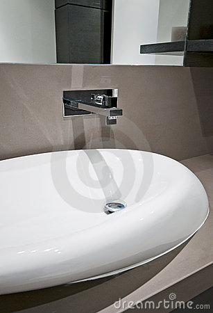 Dynamic shape hand wash basin