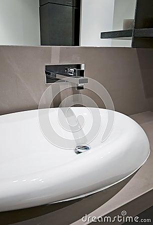 Dynamic shape hand wash basin