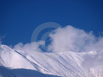 Dzień gór śnieżny pogodny