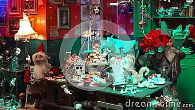 Dzieci i dorośli wyświetlają okna świąteczne zdjęcie wideo