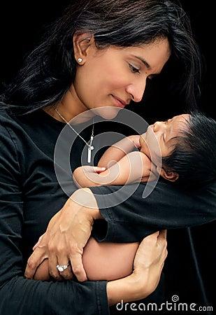 Dziecka nowonarodzony macierzysty