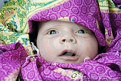 Dziecka zdziwiony szczęśliwy