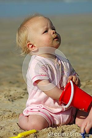 Dziecko patrzeć w górę
