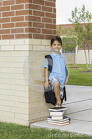 Dziecko przy szkołą