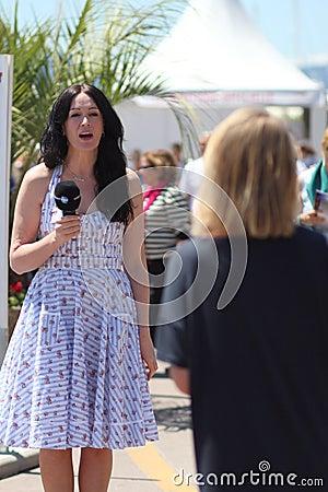 Dziennikarz podczas Cannes festiwalu Obraz Editorial
