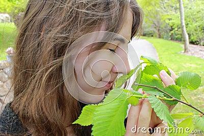 Dziewczyna target896_0_ nastoletnią uśmiechniętą wiosna