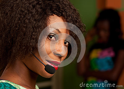 Dziewczyna w centrum telefonicznym