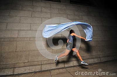 Dziewczyna w ruchu 11
