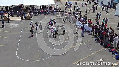 Dziewczyny grające w rollerball zdjęcie wideo