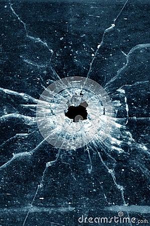 Dziury po kulach przez okno