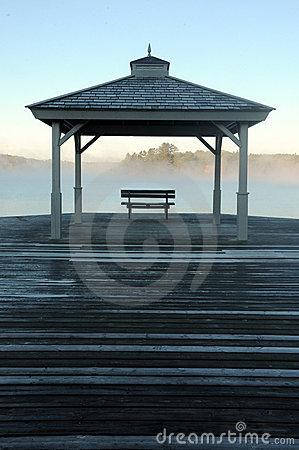 Free Early Morning Mist Rising Off Lake In Autumn Stock Photo - 21250100