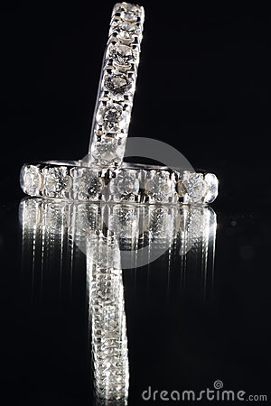 Free Earring With Diamonds Royalty Free Stock Images - 48354949