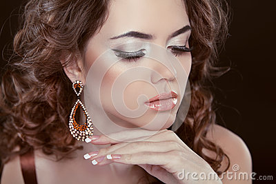 earrings girl hair makeup - photo #27