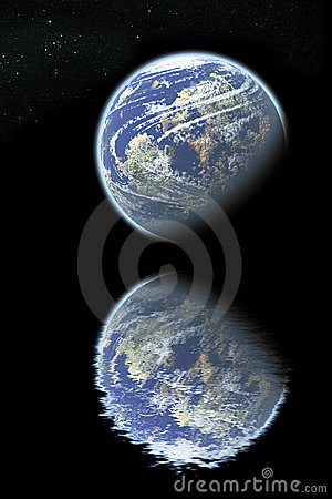 Free Earth Reflected On Water Royalty Free Stock Photography - 8747717