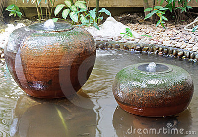 Earthenware fountain jar