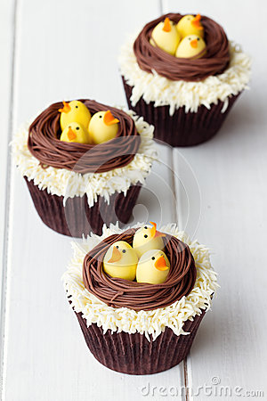 Free Easter Chick Cupcakes Royalty Free Stock Images - 38567339