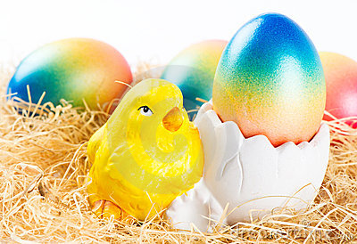Easter chicken and colorful easter eggs