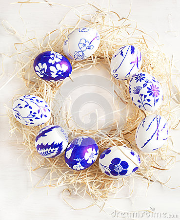 Free Easter Egg Wreath On A White Wooden Background. Stock Photo - 37098690