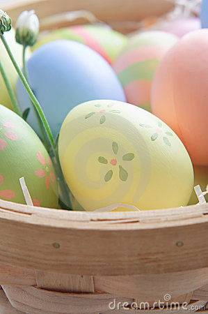 Free Easter Eggs In Basket Stock Images - 18510864