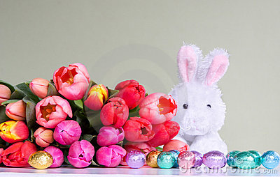 Easter: flowers, rabbit & eggs
