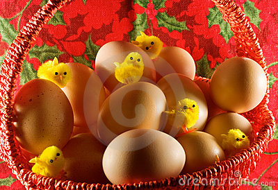 Easter: little yellow chickens and simple eggs