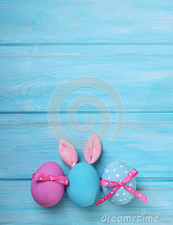 Free Easter Pink And Blue Eggs With Bunny Ears Royalty Free Stock Images - 49772839