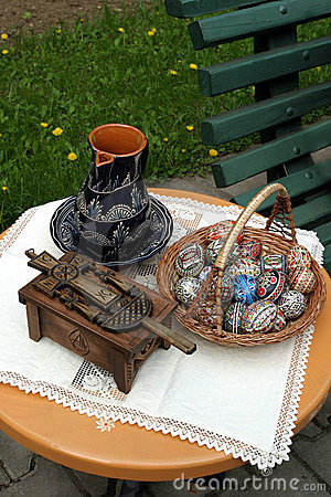 Easter traditional tabel