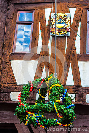 Free Easter Wreath And Coat Of Arms At The Town Hall In Michelstadt, Odenwald Royalty Free Stock Image - 51374796