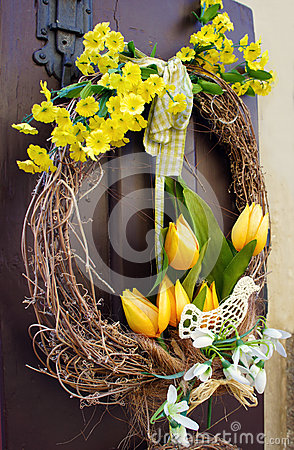 Free Easter Wreath. Spring Decoration On The Wooden Door Of The House Royalty Free Stock Image - 40839596