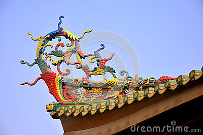 Eave colorido no templo tradicional chinês