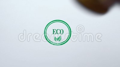 Eco-Dichtung gestempelt auf Hintergrund des leeren Papiers, biologischem Lebensmittel und Waren, Lebensstil stock footage