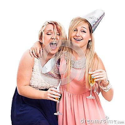 Apto: Violan a dos adolecentes borrachas
