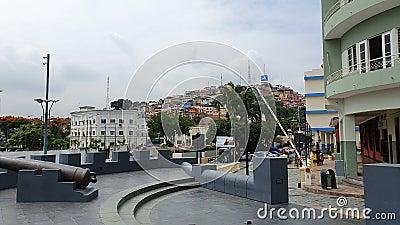 ECUADOR, JAN 16: Cerro Santa Ana i Guayaquil , Ecuador den 16 januari 2020 Santa Ana Hill är den plats där Guayaquil föddes tillb lager videofilmer