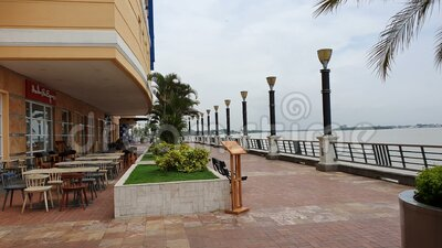 ECUADOR, JAN 16: Santa Ana Port Guayaquil, Ecuador vid floden Guayas och Malecon 2000 i Ecuador lager videofilmer